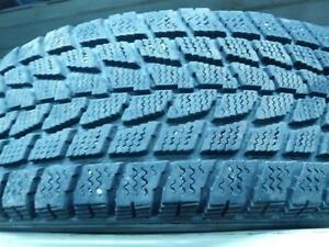 4 pneus d'hiver 185/70/14 Toyo Observe G-02 Plus, 35% d'usure, mesure 8, 8, 8 et 7/32.