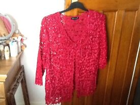 A SKY DESIGN LABEL SIZE 16 LADIES LACE OVER TOP, 3/4 LENGTH SLEEVE RED WITH PATTERN
