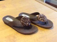 Ladies flip flops size 6