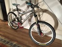 Stunning Kona Tankui Supreme mens Mountain Bike With Upgrades Rochshox Reverb. Can deliver Sw