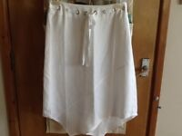 WHITE COTTON SKIRT SIZE 10 WITH ZIG-ZAG HEMLINE - EXCELLENT CONDITION WORE ONCE