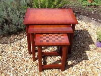 Caxton High Gloss Lacquer Mahogany Redwood Effect Chess Board Nest of Tables