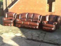 IMMACULATE CONDITION 3 PIECE LEATHER SUITE ANTIQUE BROWN 3 SEATER 2 CHAIRS 1 IS A RECLINER CAN DELIV