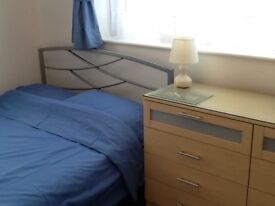 Double ensuite rooms with kitchenettes available for flexible let - Single occupancy only