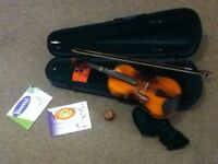 Student Viola. Perfect used condition with Vamoosh learner books.