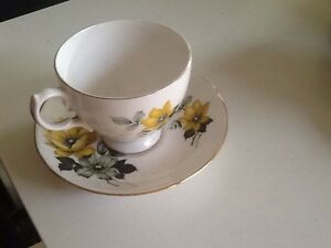 QUEEN ANNE BONE CHINA TEA CUP AND SAUCER Richardson Tuggeranong Preview