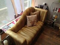 Beautiful chaise longue, gold colour.