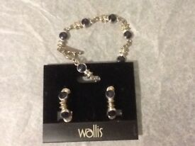 WALLIS. Bracelet and earring set.