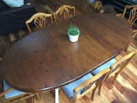 Beautiful 4/6 seat extending kitchen/dining table and 6 chairs