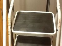 4 step safety Ladder large anti-slip treads and feet. Fold for easy storage