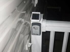 WHITE SOLAR KEYSAFE LIGHT , IDEAL FOR STATIC CARAVANS/HOLIDAY HOMES ETC