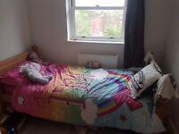 Single corona solid bed fantastic condition £60