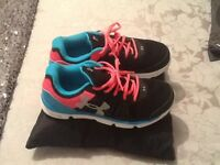 New Under Armour ladies size 5 Trainers