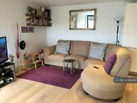 3 bedroom flat in Fairfield Road, London, E3 (3 bed)