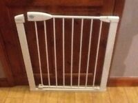 2 baby safety gates 1 for £10 or 2 for £15