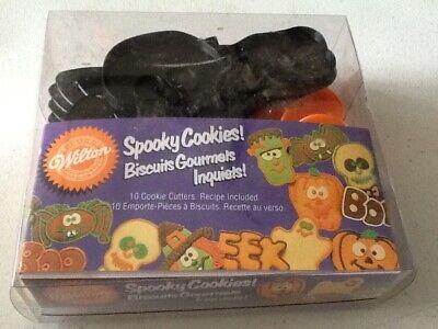 Wilton HALLOWEEN Spooky Cookies! plastic cookie cutters ghost witch pumpkin Boo  ()