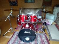Sonix 924 fusion 5-piece drum kit and Paiste PST 3 Cymbals.