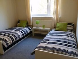 *ALL BILLS INCLUDED* Big Twin Room in quiet&friendly home - Zone 2 Limehouse/West Ferry