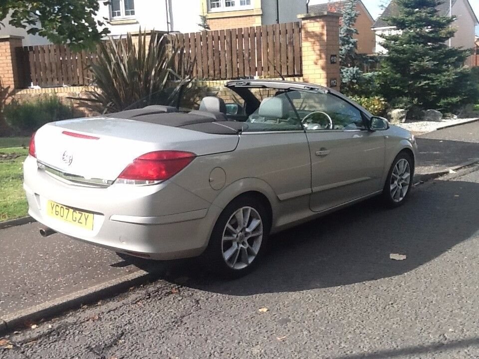 ASTRA CONVERTIBLE 2007 VAUXHALL ASTRA DESIGN CONVERTIBLE LOOKS AND DRIVES AMAZING,NO FAULTS.