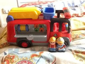 ELC HAPPYLAND LIGHTS & SOUNDS FIRE ENGINE