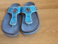 Ladies blue shoes size 6/7