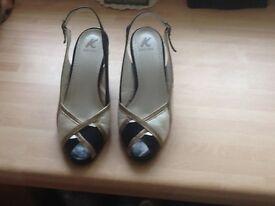 Size 2.5 ladies shoes