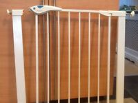 Lindam Deluxe Safety Gate