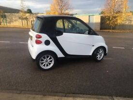 2008 SMART FORTWO PURE SEMI AUTO WHITE AND BLACK COLOUR ONLY 22000 MILES STUNNING not mini/panda