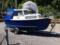 """Hardy Navigator """"Urchin"""", 18' cabin boat, motor boat, weekender,"""