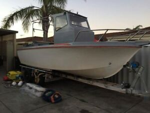 17ft boat Center console