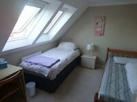 Large Double/Twin Room in West Blatch/Hove with walk in wardrobe