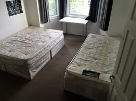 big double room, perfect for 2 friends or couple, 20min to picadilly!!