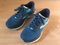 Brooks - running shoes size 4