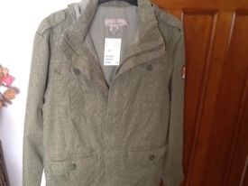 FROM H&M A BOYS YOUTH AGE 13-14 YEARS GREEN HOODED JACKET. NEW & STILL HAS TAG ON