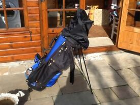 Beautiful full set of golf clubs of varying makes including special extra clubs and accessories