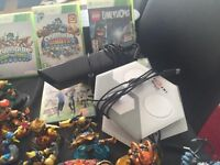 Xbox 360 Console including 2 controllers, adapt, Kinect.and Games