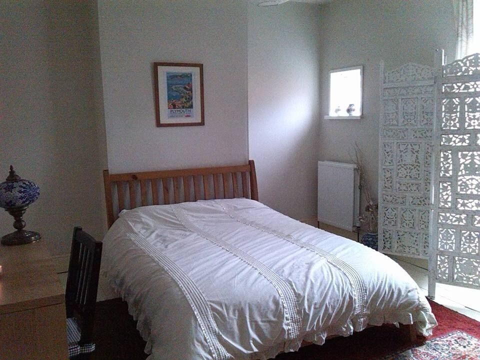 Room for rent in shared house-would suit student or professional- £85 per week
