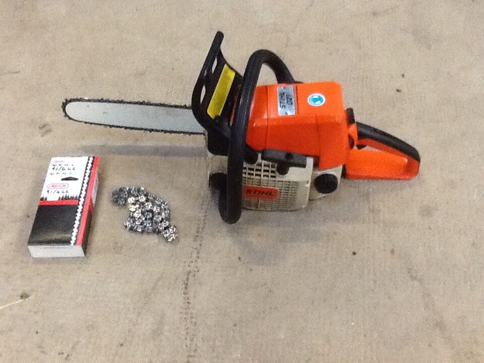 Stihl 021 Chainsaw with New Oregon Chain and second chain in very good condition.