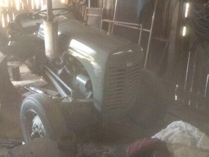 Massey Ferguson tractor te a20