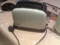 Russell Hobbs 2slice toaster cream in excellent condition £15;