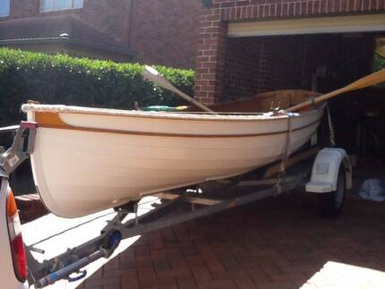 Classic Wooden Boat - excellent condition + trailer & 2.3hp HONDA