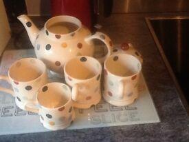 Emma Bridgewater Polka dot tea pot and mugs. Good condition.