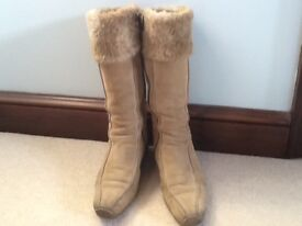 A PAIR OF LADIES SUEDE BOOTS SIZE 5