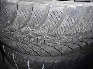 4 pneus d'hiver 235/55/17 Goodyear Ultra Grip Ice WRT