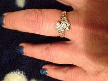 9ct gold diamond ring size 10, & white gold earrings. Richmond Hawkesbury Area Preview