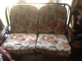 Cottage style settle lovely condition suitable in any room or conservatory immaculate condition chep