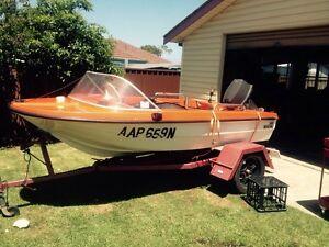 14foot boat n trailer 25hp rego Berkeley Wollongong Area Preview
