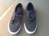 PAIR MENS SIZE 6 CHARCOAL COLOUR VOI JEANS CASUAL SHOE : GOOD CONDITION ONLY GOT WORN TWICE