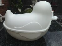 BABY SHOWER / GIFT WHITE PLASTIC DUCK CONTAINER