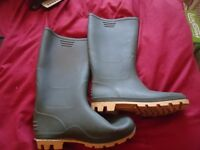 adult size 8 wellies